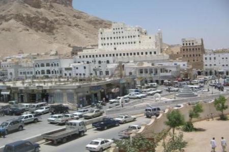 إشتباكات في سيئون بين مسلحين مجهولين والقوات الأمنية