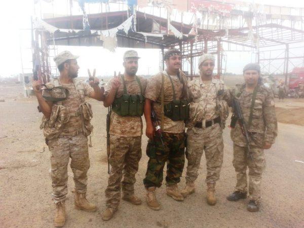 صور لجنود الامن في نقطة امنية بالحوطة