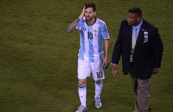 Argentina's Lionel Messi leaves the field after being defeated by Chile in the penalty shoot-out of the Copa America Centenario final in East Rutherford, New Jersey, United States, on June 26, 2016. After extra-time Chile win penalty shoot-out 4-2. / AFP PHOTO / Don EMMERT