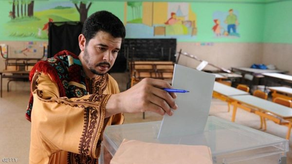 A Moroccan man casts his vote during the parliamentary elections at a polling station on October 7, 2016 in the capital Rabat. / AFP / FADEL SENNA        (Photo credit should read FADEL SENNA/AFP/Getty Images)