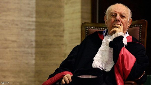 Rome, ITALY:  Italian playwrite and 1997 Nobel literature laureate, Dario Fo (R) poses before receiving the Doctor Honoris Causa title from Rome University's Rector Renato Guarini in Rome, 03 May 2006. AFP PHOTO / TIZIANA FABI ...  (Photo credit should read TIZIANA FABI/AFP/Getty Images)