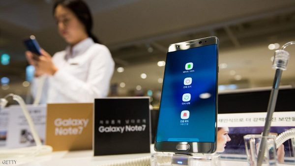 Symbols including the battery icon are displayed on the screen of a Samsung Electronics Co. Galaxy Note 7 smartphone at one of the company's promotional booths in Seongnam, South Korea, on Wednesday, Oct. 5, 2016. Samsung is scheduled to report third-quarter results on October 7. Photographer: SeongJoon Cho/Bloomberg via Getty Images