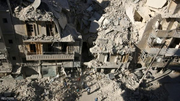 People dig in the rubble in an ongoing search for survivors at a site hit previously by an airstrike in the rebel-held Tariq al-Bab neighborhood of Aleppo, Syria, September 26, 2016. REUTERS/Abdalrhman Ismail/File Photo